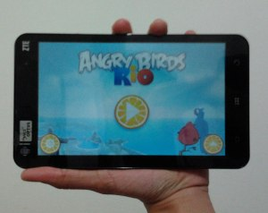 Busyro's Android Tablet ZTE Light - Playing ANgry Birds